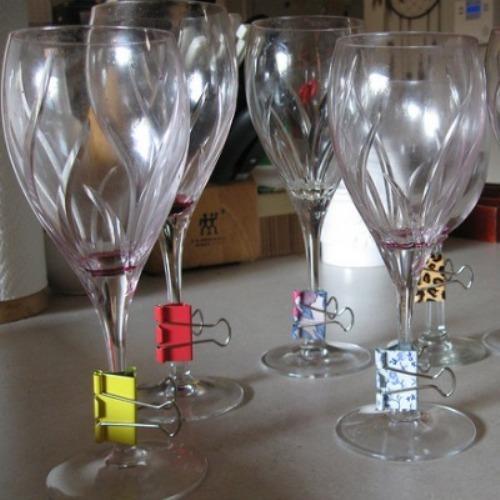 Sử dụng kẹp bướm trang trí bàn tiệc