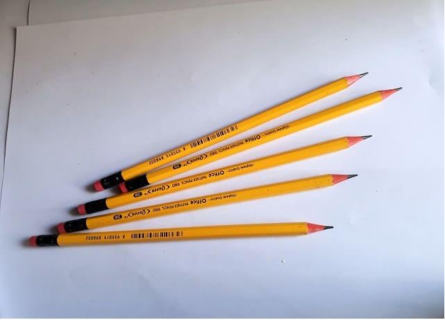 bút chì vàng